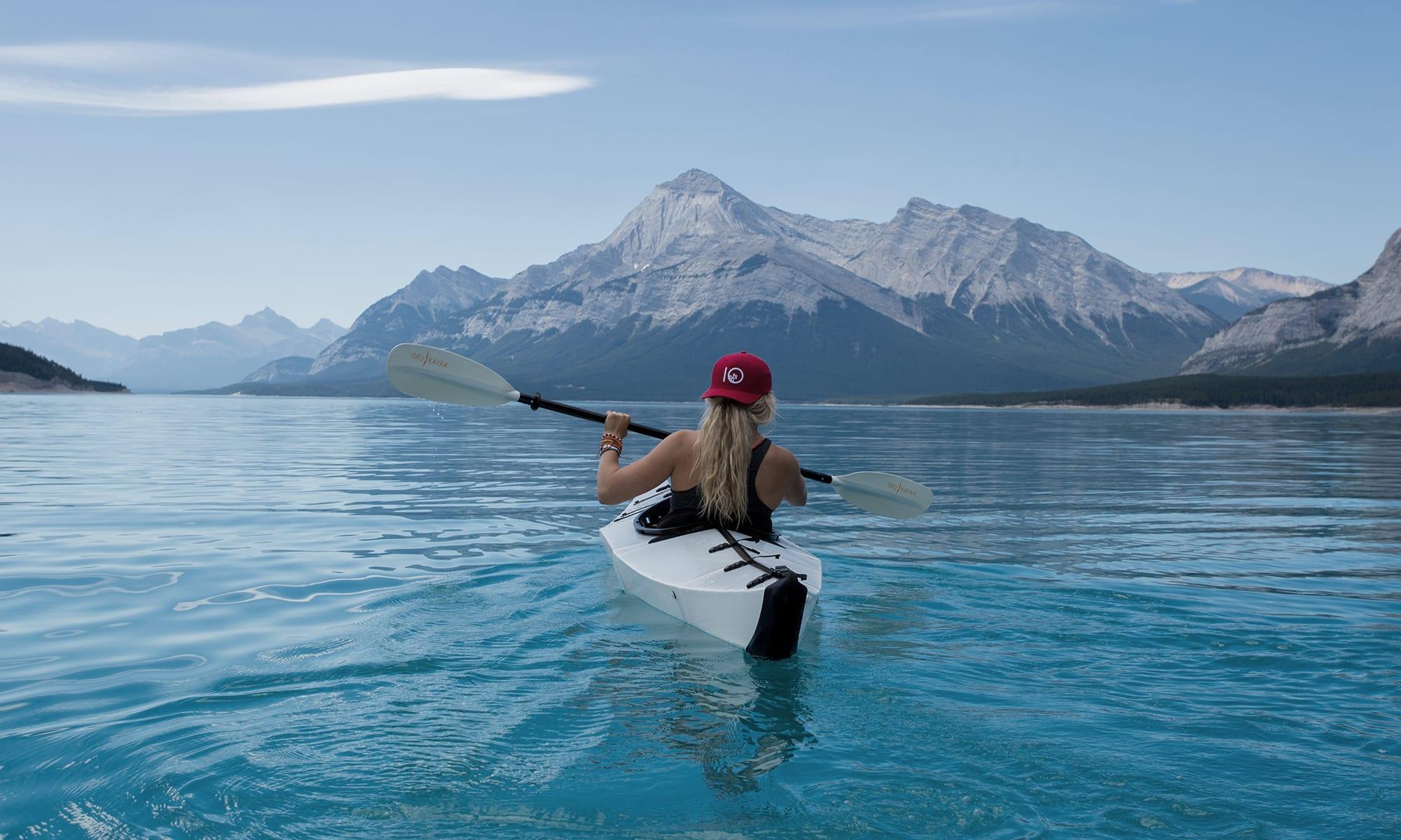 Canoë sur un lac au Canada