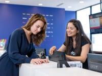 Formation au service clients avec stage rémunéré au Canada