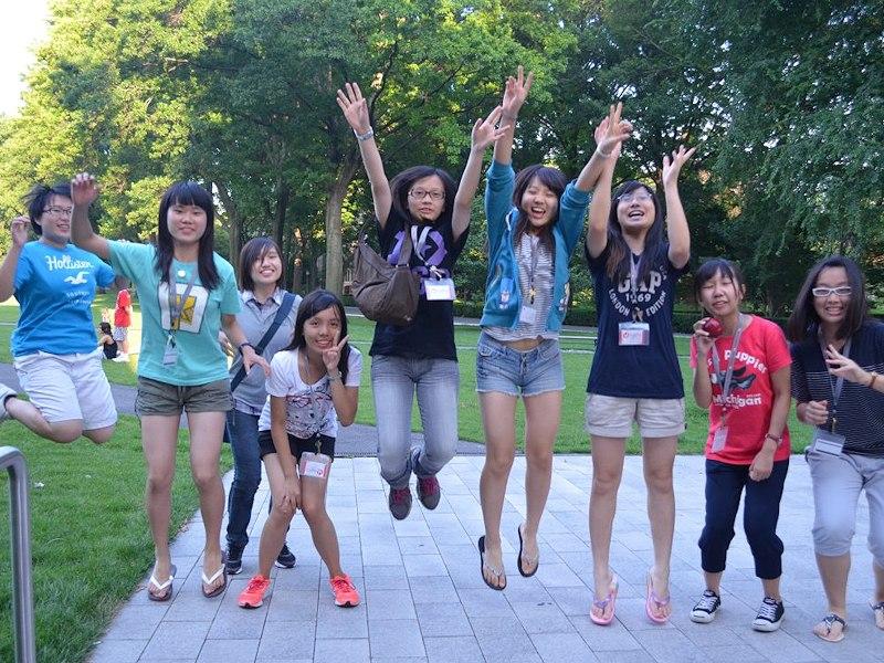 Groupe d'élèves internationaux camps d'été