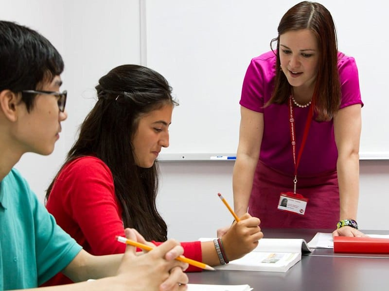 professeur et élèves en séjour linguistique aux USA