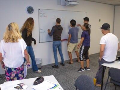 Partir en demi-pair en Nouvelle-Zélande à Auckland - cours de groupe au tableau