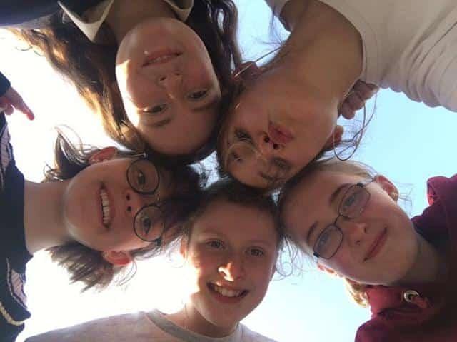 ornella au lycée en Irlande avec amies