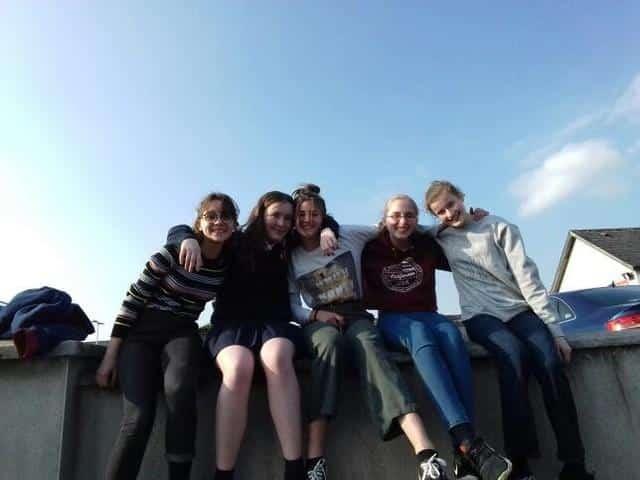 a la sortie du lycée en Irlande