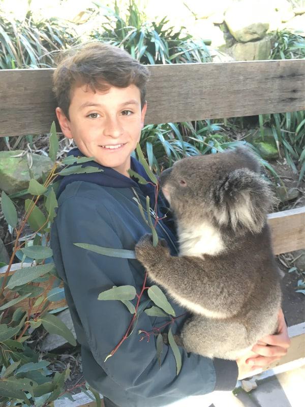 Esteban dans sa famille d'accueil en Australie
