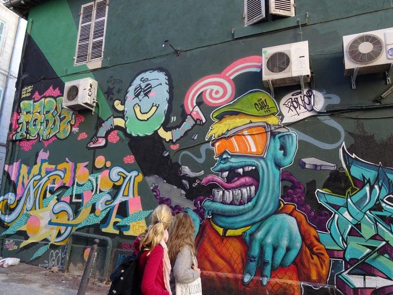 Marseille-students-street-art-hello