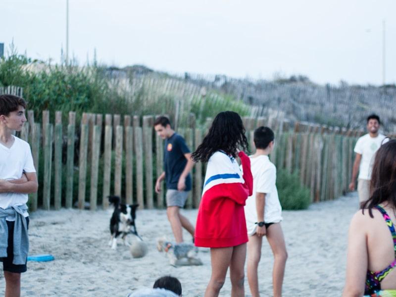 plays on the beach